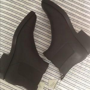 NWT Cole Haan Mara Waterproof Ankle Boots (sz 8.5)